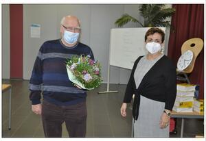 Foto: Reinhard Gamon. Die neue Vorsitzende verabschiedet Manfred Harländer.